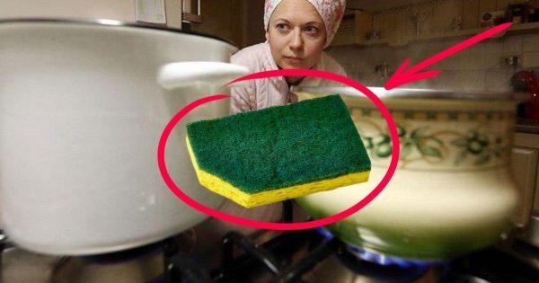Зачем обрезать уголок у посудной губки? Эта хитрость выручает меня, маму и любимую свекровь!