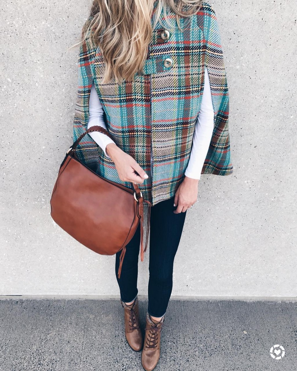 С чем носить пальто-манто: 12 стильных образов