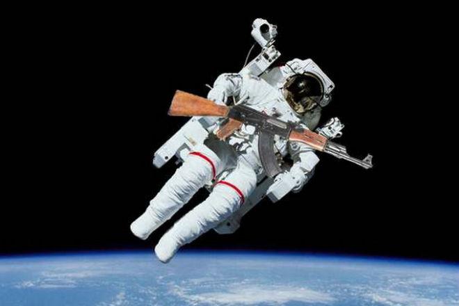 Что будет если выстрелить из пистолета в космосе