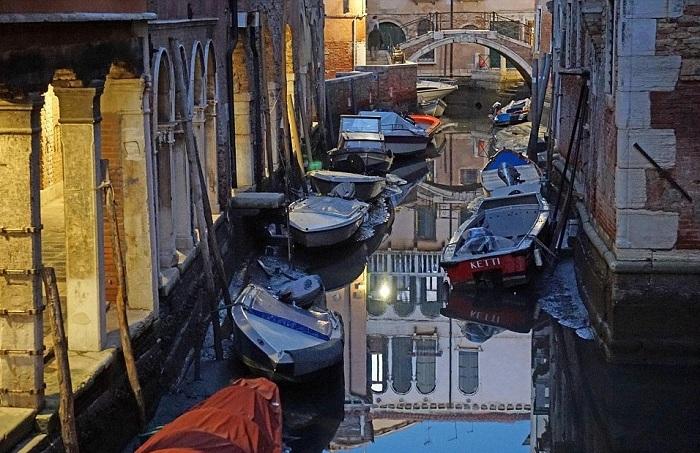 Аномалия в Венеции: знаменитые каналы остались без воды