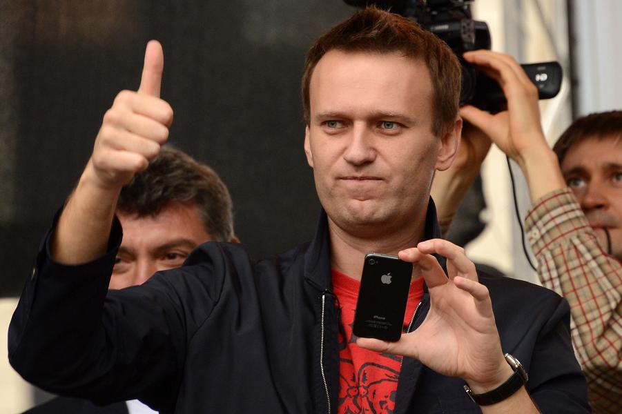 Для чего Навальный агитирует за Единую Россию?