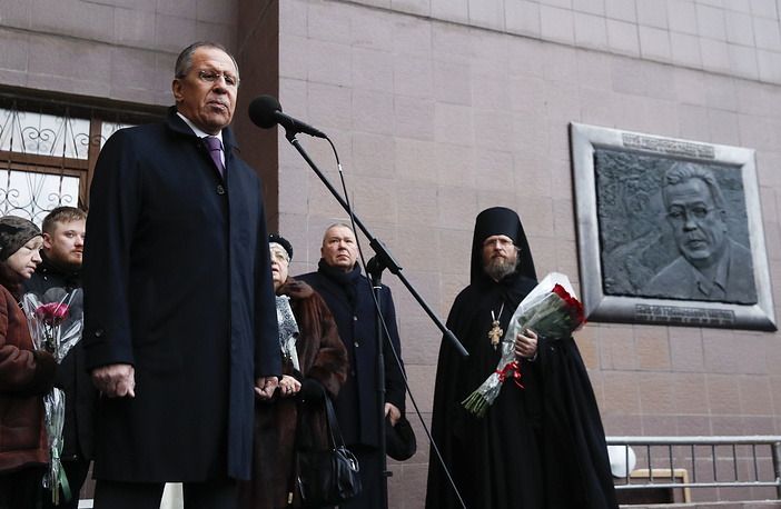 Лавров открыл мемориальную доску послу РФ в Турции Андрею Карлову