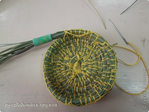 вазочка из сосновых иголок (2) (520x390, 36Kb)