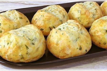 Фото к рецепту: Творожные булочки с зеленью и сыром