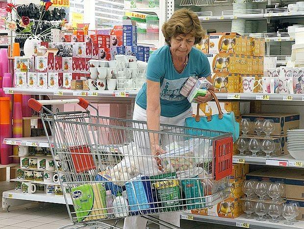 """Не только на """"Доширак"""": Стал известен средний чек россиян за один поход в магазин в июле"""