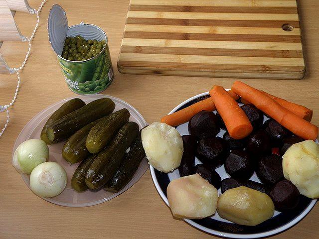 Отварные овощи подготовить для салата. пошаговое фото этапа приготовления винегрета