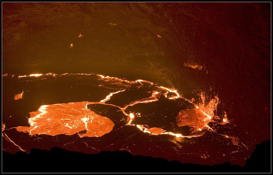 Зона тектонического разлома... Там живут люди, застрявшие в каменном веке