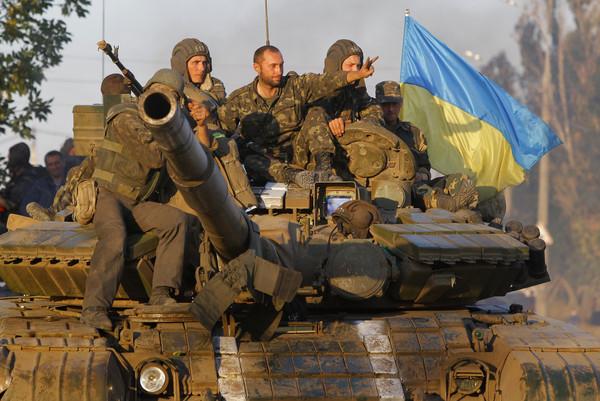 Украинские националисты с оружием покидают передовые позиции и сосредотачиваются в Киеве — ВС ДНР