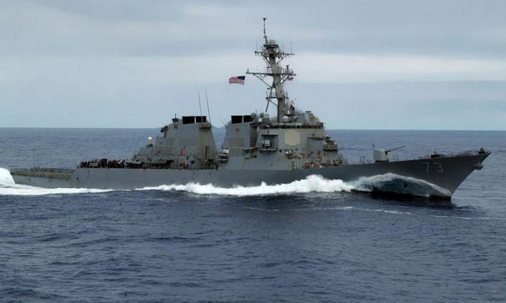 Китайские корабли прогнали эсминец ВМС США в Южно-Китайском море