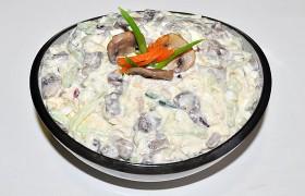 Салат из курицы с грибами и огурцом – пошаговый фоторецепт