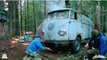 Спасение заброшенного Volkswagen T1, который давно забыли в лесу!