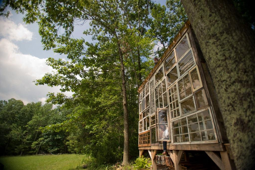 Построить дом из старых окон за пару месяцев