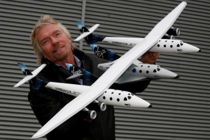 Туристический космоплан Virgin совершил первый испытательный полет