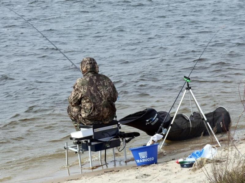 кормушка для рыбака