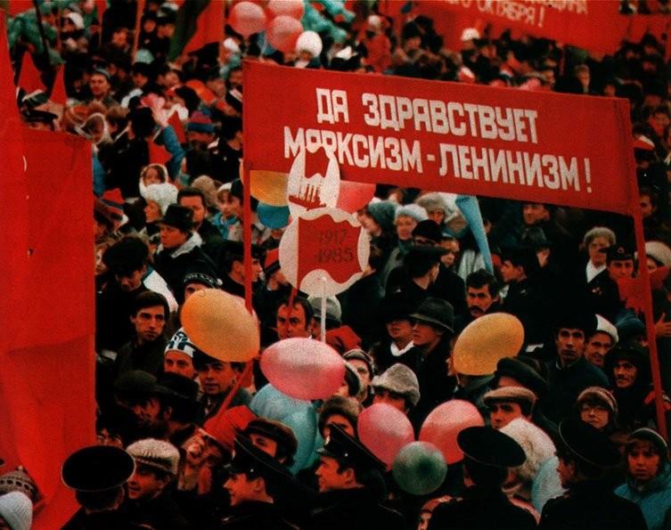 Как проходили ноябрьские праздники в СССР