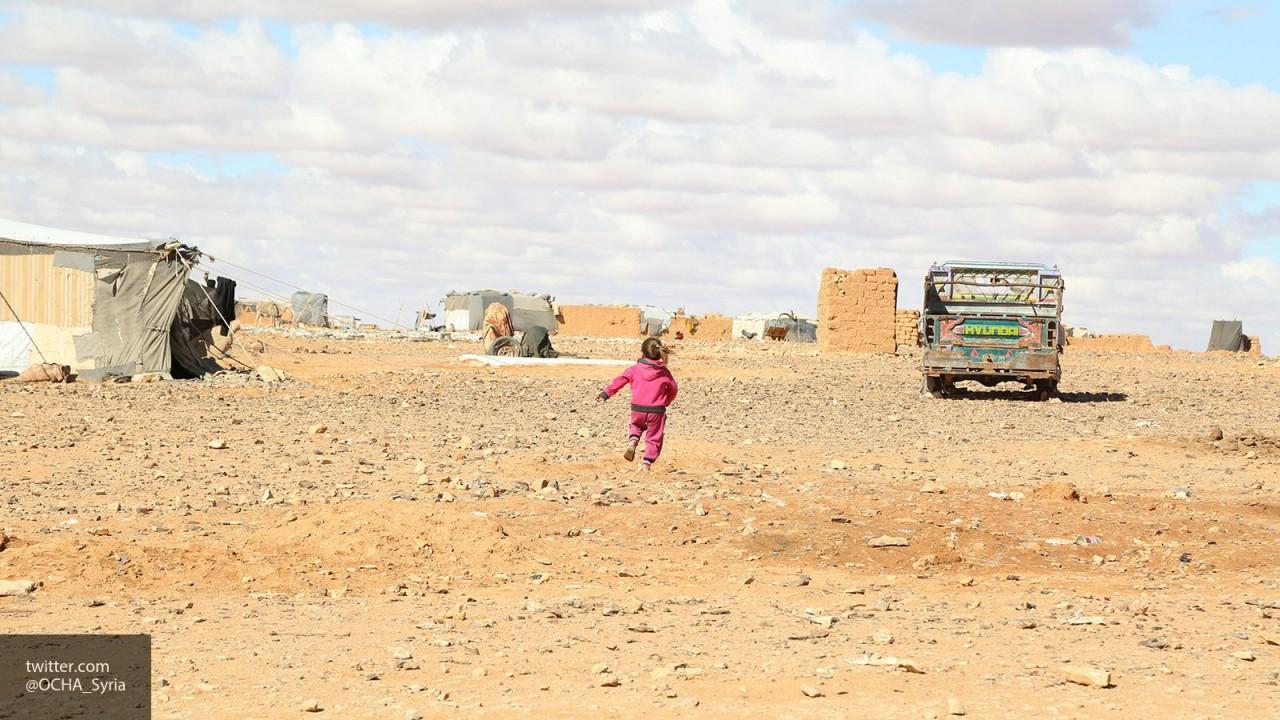 Сирийские беженцы из лагеря «Эр-Рукбан» возвращаются домой