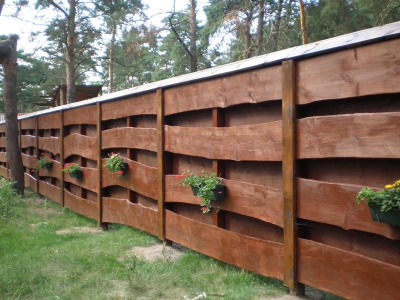 Деревянные заборы для дачи – интересные идеи