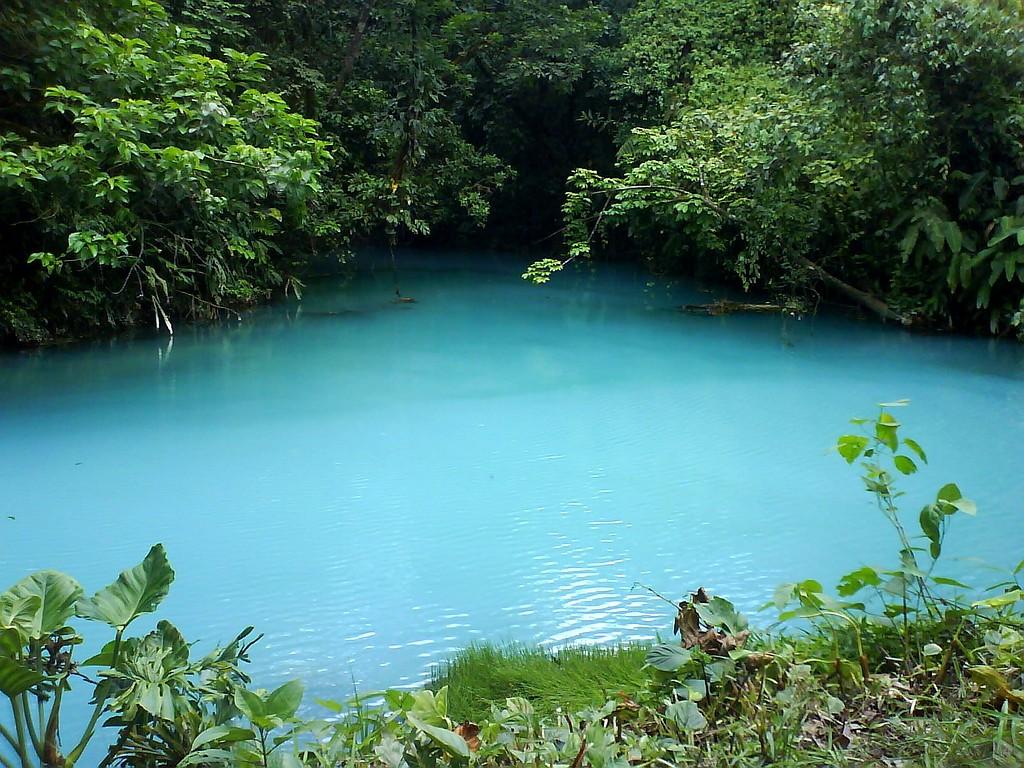 Селеста - река с бирюзовой водой