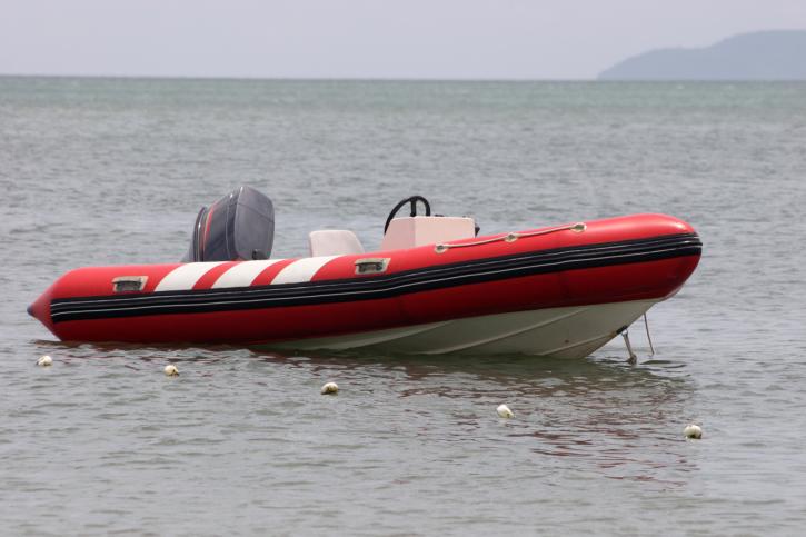 Можно ли на черном море плавать на надувной лодке