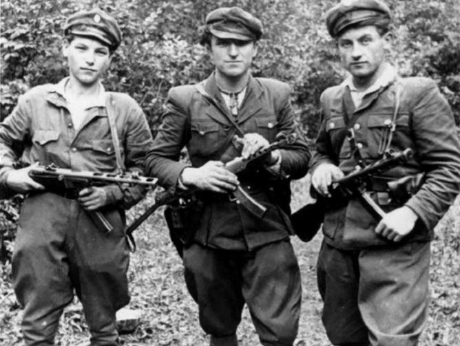 Почему власти СССР в 1955 году освободили из лагерей всех бандеровцев