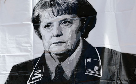 Лидер Германии требует отменить Парад Победы