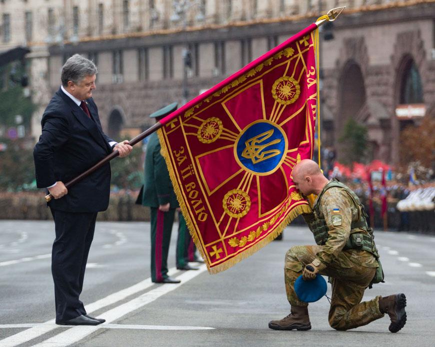 На фоне экономического кризиса Украина широко отмечает 25-ю годовщину независимости