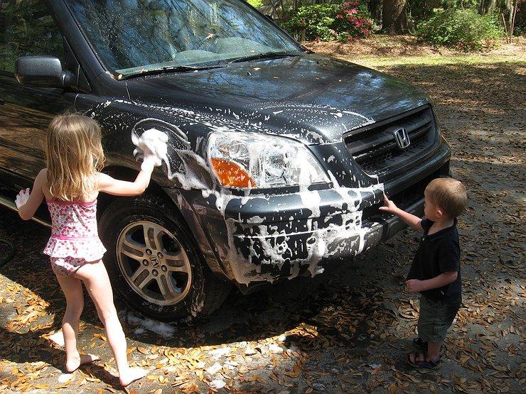 Чем грозит мойка машины на собственной даче