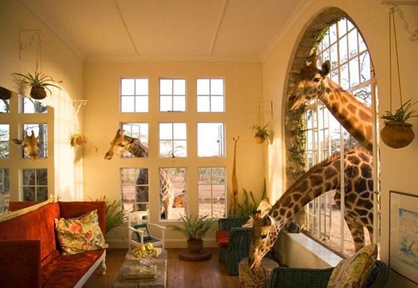 Отель The Giraffe Manor в Кении