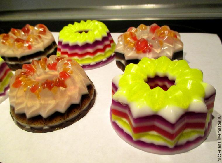 Изготавливаем мыльные пирожные