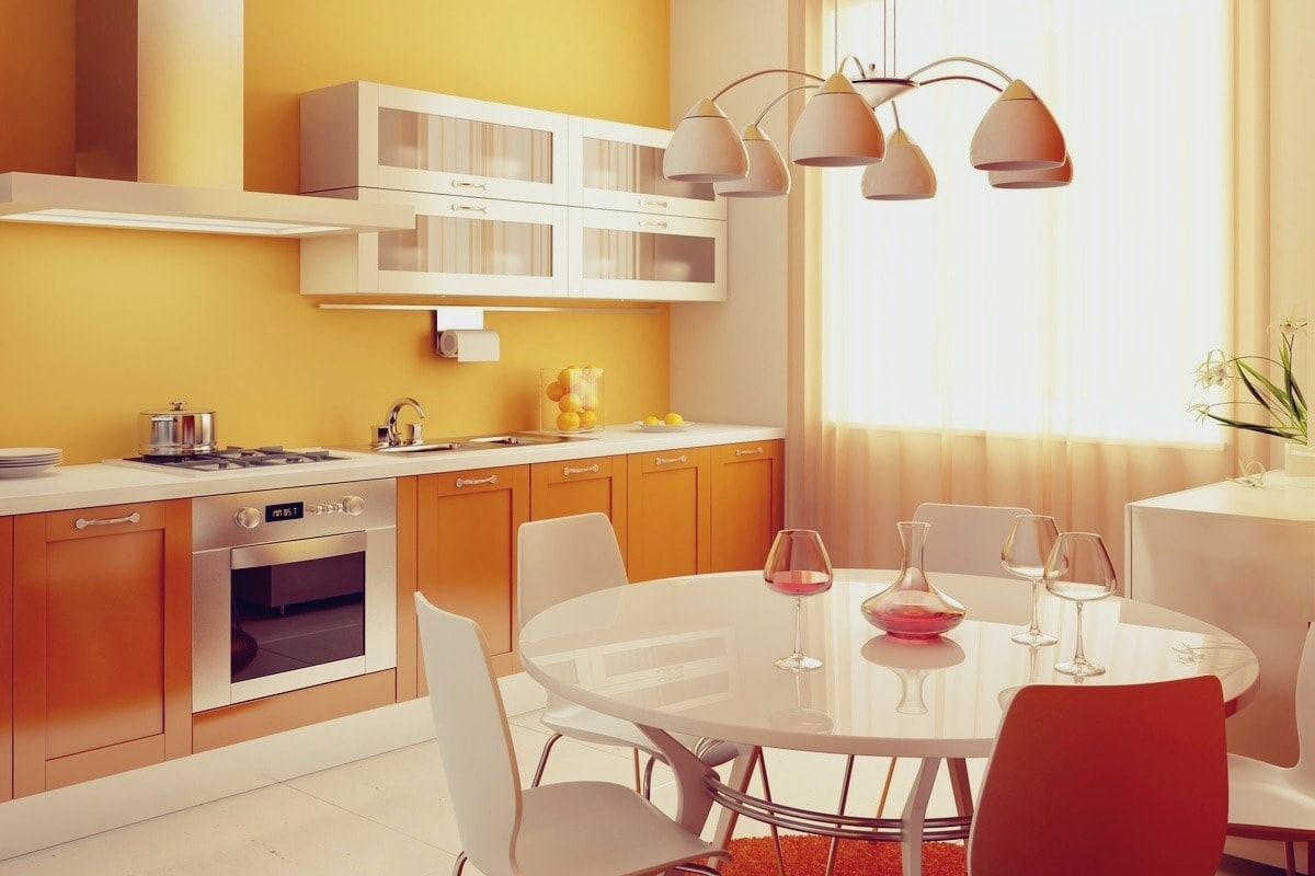 Теплые оттенки оранжевого цвета создают в интерьере кухни спокойную и уютную атмосферу