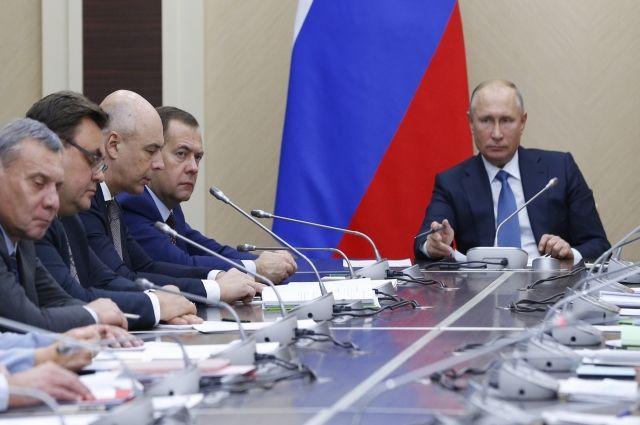 Медведеву поручено провести анализ фискальной нагрузки на россиян