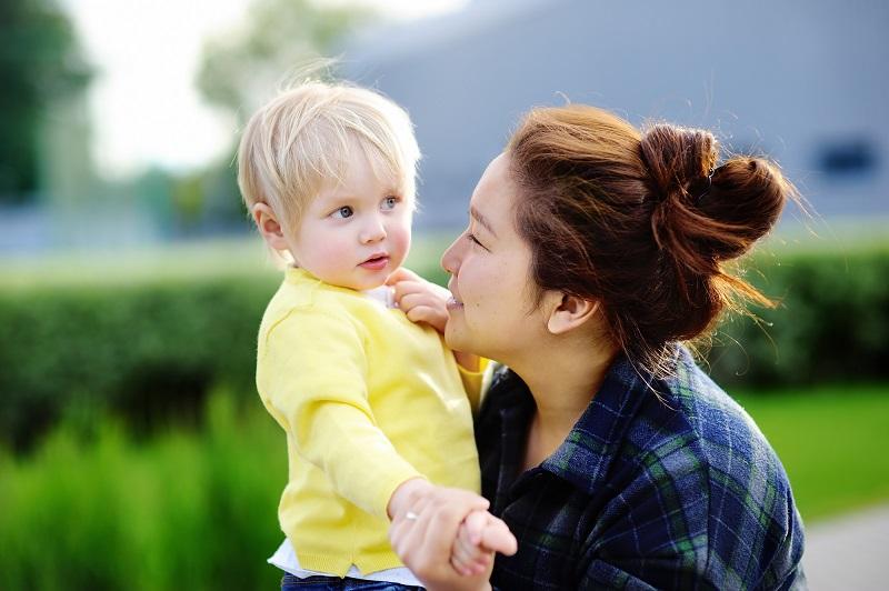 как правильно выбрать няню для младенца