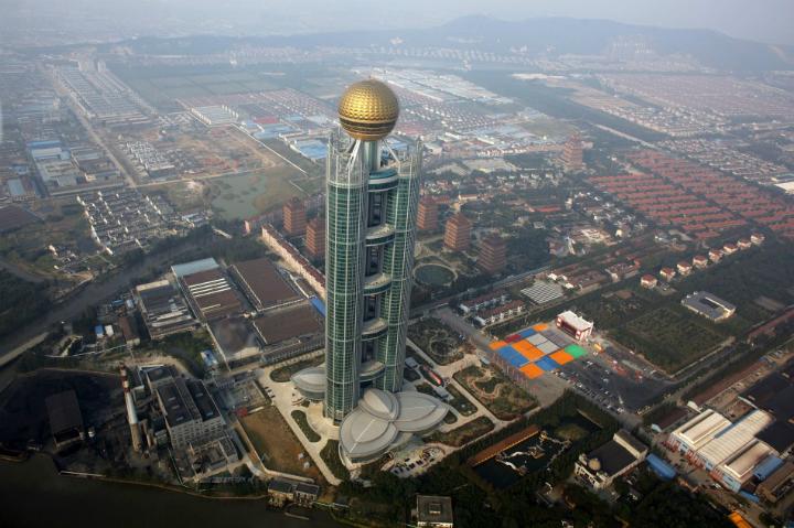 Жители китайской деревни в складчину построили небоскрёб