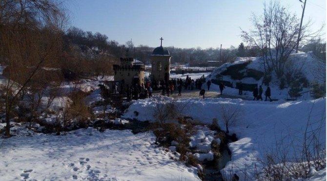 Укро СМИ: Праздник Крещения испортили священники