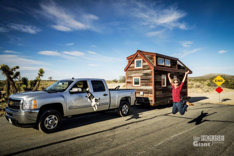 Пара построила дом на колесах и отправилась в путешествие(15 фото)