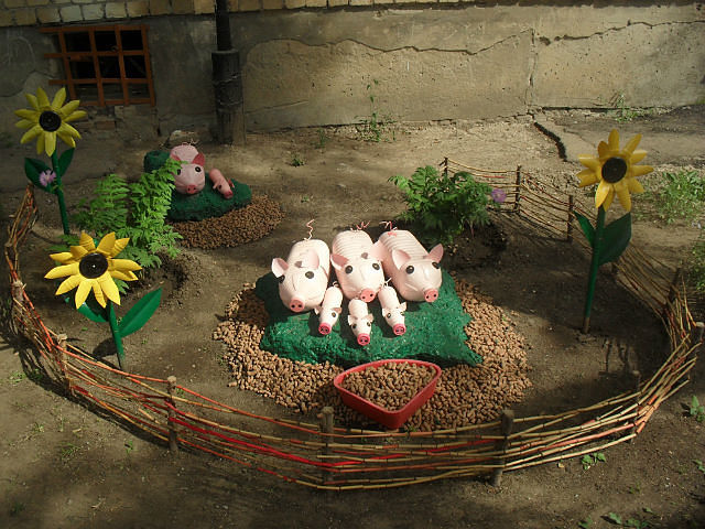 Оформление деревенского двора цветами фото