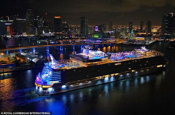 «Крещение» самого большого в мире круизного лайнера состоится в США