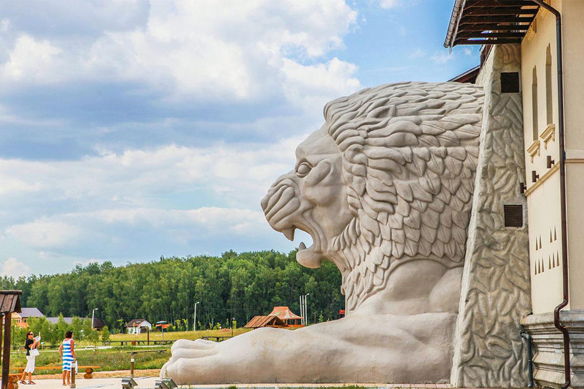 """Входить в этнозону """"Шри-Ланка"""" приходится через голову льва"""