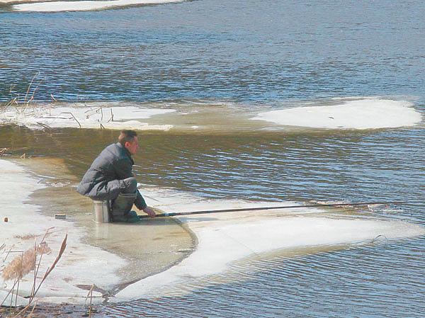 Полудонка на весенней реке