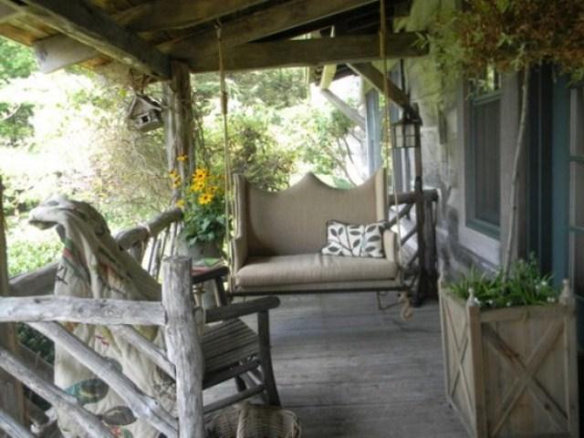 Как обустроить деревенский двор частного дома своими руками