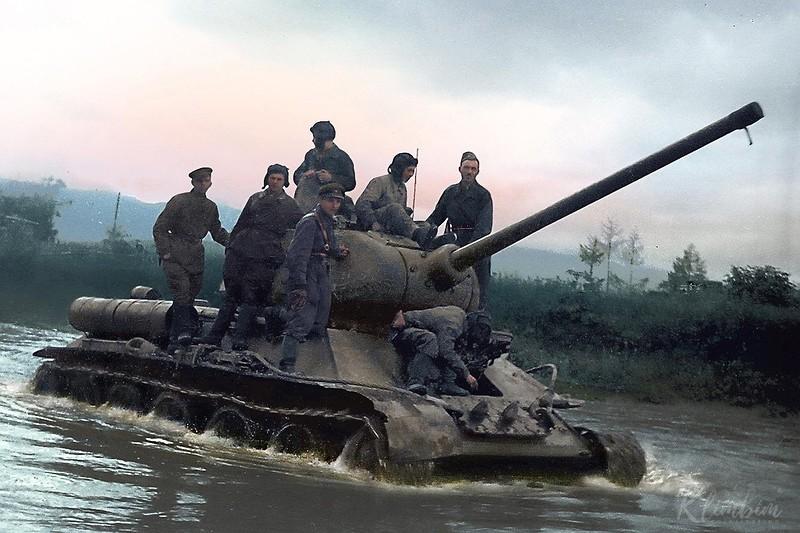 Техника в Великой Отечественной войне на цветных фотографиях