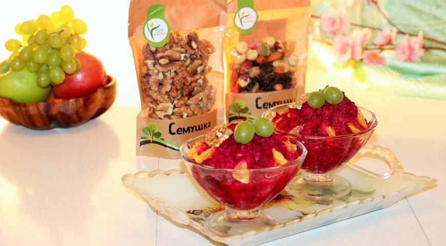 Витаминный салат с орешками. Шаг 7