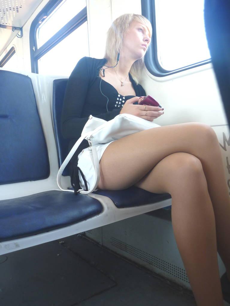 Под юбой в транспорте фото 259-230