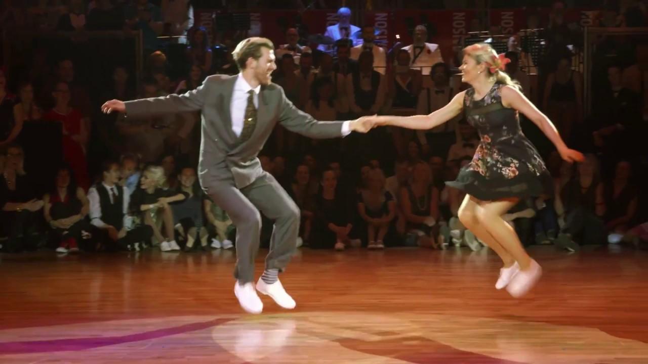 Фееричный танец от польских танцоров вызвал бурную реакцию в зале. Смотрите!
