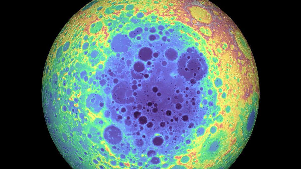 Обратная сторона Луны. Потемнение внизу — бассейн Южный полюс — Эйткен.