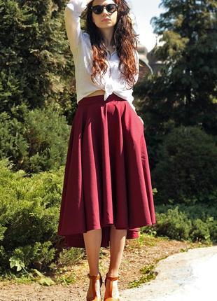Роскошные юбки цвета марсала: 10 изящных образов