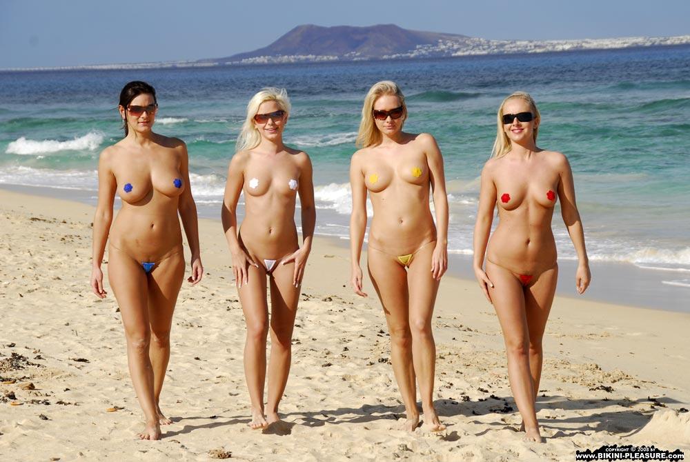 Фото голых женщин в бикини
