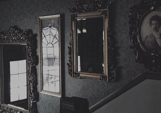 Почему в доме где умер человек загораживают зеркала?