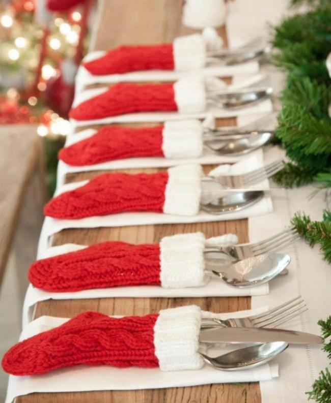 Носочки Санты для столовых приборов не оставят равнодушными ваших гостей