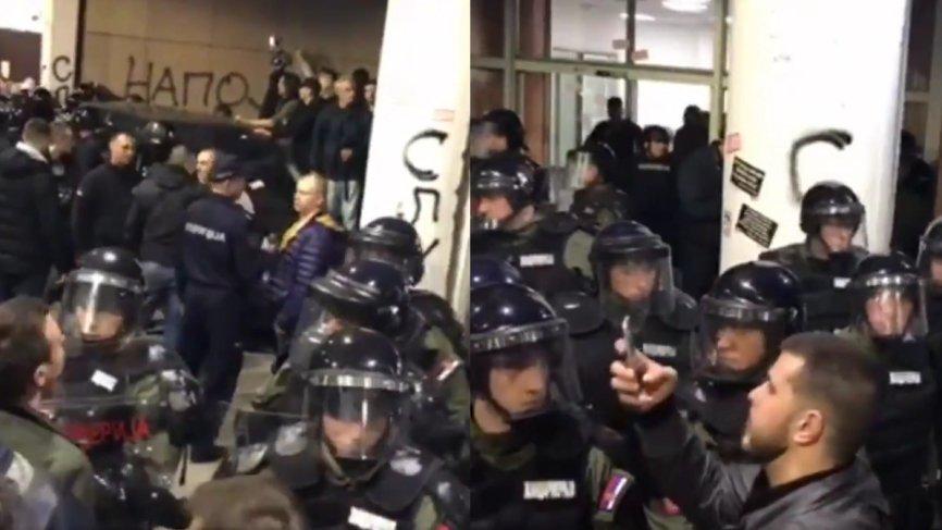 В Белграде протестующие прорвали оцепление у президентского дворца